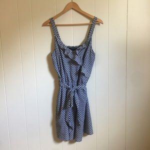 🙂 5/$20 White House Black Market tie ruffle dress